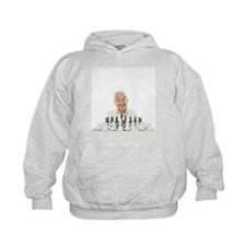 Senior man playing chess - Hoodie