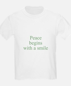 Peace begins with a smile Kids T-Shirt