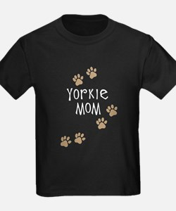 yorkie mom wh.png T-Shirt