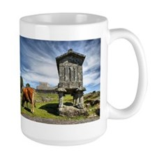 Lindoso granaries and the castle Mug