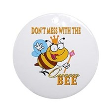 dont mess with the queen bee funny cartoon Ornamen
