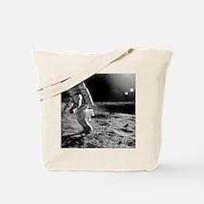 Apollo 12 astronaut on the Moon - Tote Bag