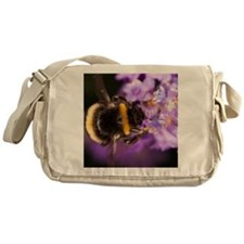 Bumble bee collecting pollen - Messenger Bag