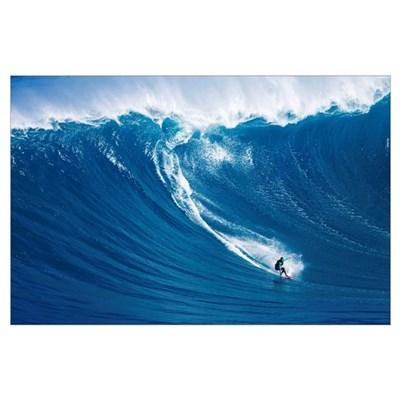 Hawaii, Maui, Yuri Farrant Surfs Huge Wave At Jaws Poster