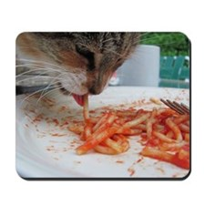 Cat eating spaghetti Mousepad