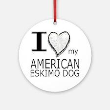 White Heart Amer Eskimo Ornament (Round)