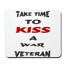 kiss a veteran Mousepad