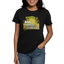 Here comes trouble (earthtone T-Shirt