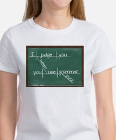 I judge you when you use poor grammar. T-Shirt