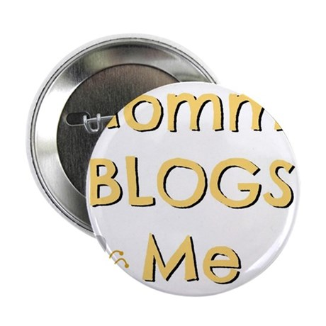 """Mommy BLOGS Me (Bee) 2.25"""" Button"""