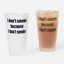 I DONT SMOKE BECAUSE I DONT SMOKE Drinking Glass