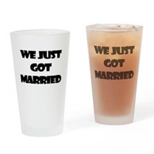 WE JUST GOT MARRIED Drinking Glass