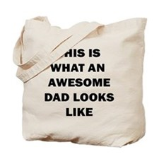 THIS IS WHAT AN AWESOME DAD LOOKS LIKE Tote Bag