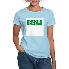 E 42 St., New York - USA Women's Pink T-Shirt