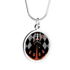 Queen Of Hearts Silver Round Necklace