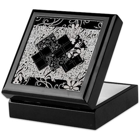 Larissa - Black and White Card Trick pattern Keeps