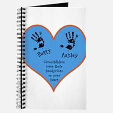 Grandchildren leave their handprints - 2 kids Jour