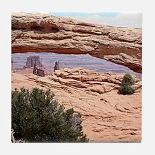 Mesa Arch, Canyonlands National Park, Utah, USA Ti