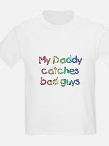 My Daddy catches bad guys Kids T-Shirt