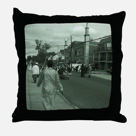 eid in queens Throw Pillow