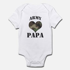 Papa: Camo Heart Infant Bodysuit