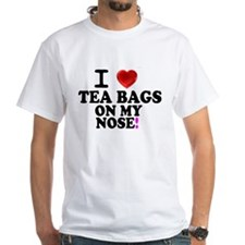 I LOVE TEA BAGS ON MY NOSE! T-Shirt