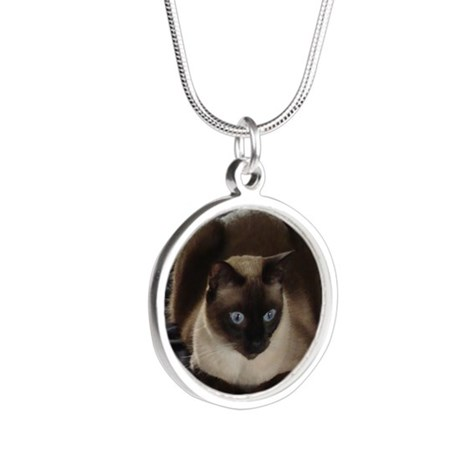 Lulú, the Siamese Cat Silver Round Necklace