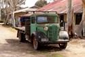 Green vintage truck full Full / Queen