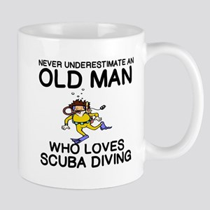 NEVER UNDERESTIMATE AN OLD MAN WHO LOVES SCUB Mugs