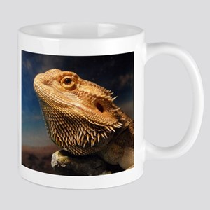 .young bearded dragon. Mug