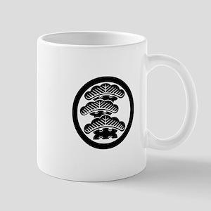 Three-tiered pine L in circle Mug
