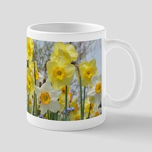 White and yellow daffodils Mugs