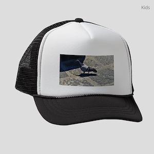 Pigeon in Italy Kids Trucker hat