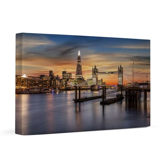 View to the skyline of London during sunset time: