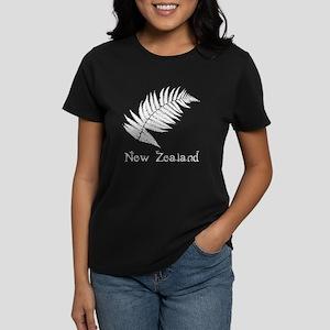 New Zealand Leaves Women's Dark T-Shirt