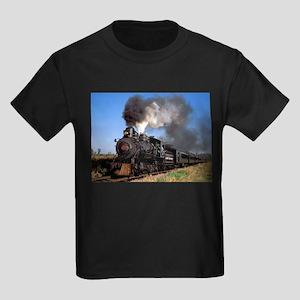 06199a23 Antique steam engine train T-Shirt