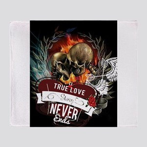 Love never ends Throw Blanket