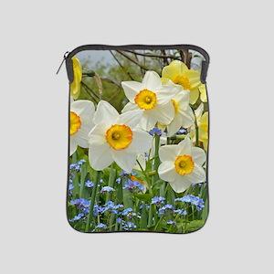White and yellow daffodils iPad Sleeve