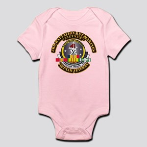 SSI - 3rd Bn - 1st Marines w VN SVC Ribbon Infant