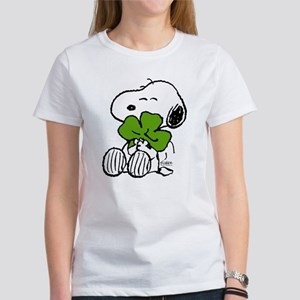Snoopy Hugging Clover Women's Classic T-Shirt