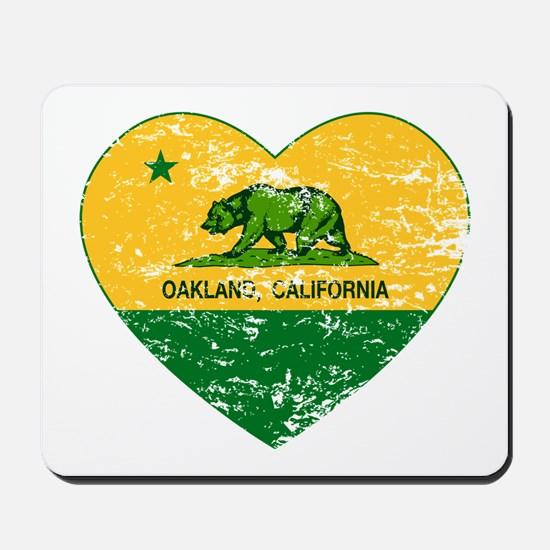 Oakland California green and yellow heart Mousepad