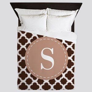 Quatrefoil Pattern Brown and White with Monogram Q