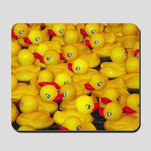 Cute yellow rubber duckies Mousepad
