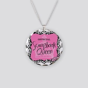 queen badge-mid Necklace Circle Charm