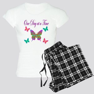 ONE DAY AT A TIME Women's Light Pajamas