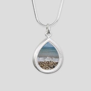2009_03 Silver Teardrop Necklace