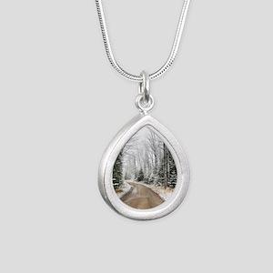2009_06 Silver Teardrop Necklace