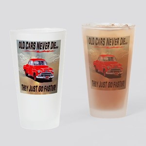 OLD CARS NEVER DIE, RED AND WORDS U Drinking Glass