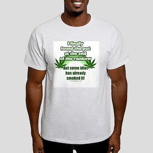 IfinallyfoundthatpotrainbowBUTTONS Light T-Shirt