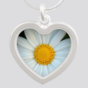 Standout Daisy  Silver Heart Necklace